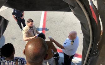 迪拜飞纽约客机约10名乘客疑染病被隔离