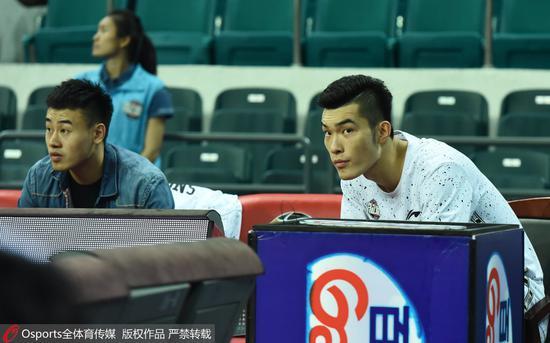 谷玥灼(左)与2016年状元秀郭凯(右)