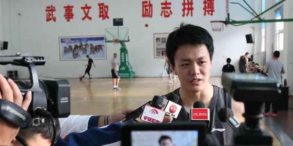 状元郎姜宇星参加吉林队训练 受到媒体追捧