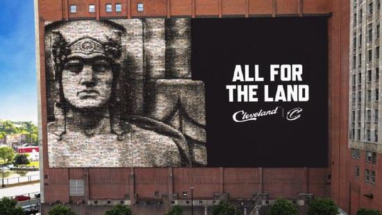 骑士宣布用雕像替换LBJ海报 标语:人人为克城