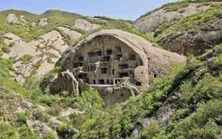 京郊有个古崖居 竟开凿于陡峭岩壁上