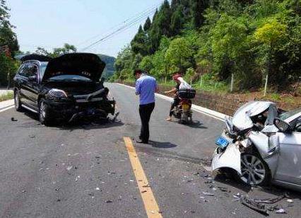 """遂宁醉酒男子""""逞能""""驾车车辆失控致3人受伤"""