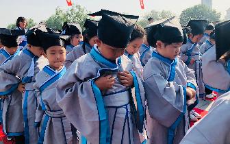 """启蒙人生 博杰学校一年级新生举行""""开笔礼""""仪式"""