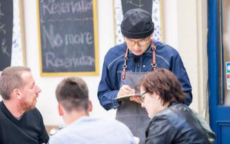 《中餐厅2》包贝尔语言不通 开辟报菜名新方式