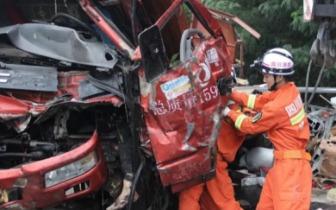 【突发】今早成南高速凌晨发生连环车祸遂宁消防紧急救援