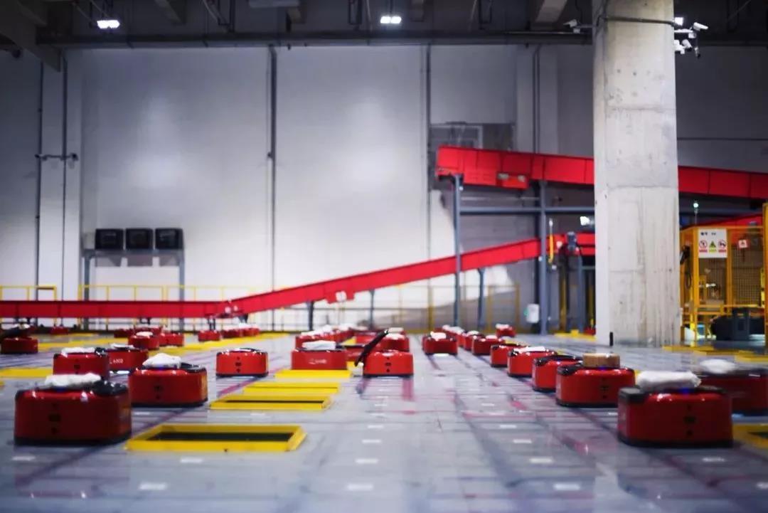 外媒:京东自动化仓库有7个足球场大 只有四名员工