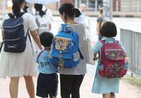 调查:七成受访香港学生脊椎有问题 寒背最严重