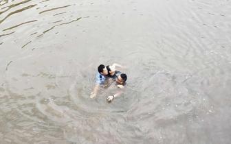 自贡女子跳河轻生 90后辅警奋勇跳水救人获点赞