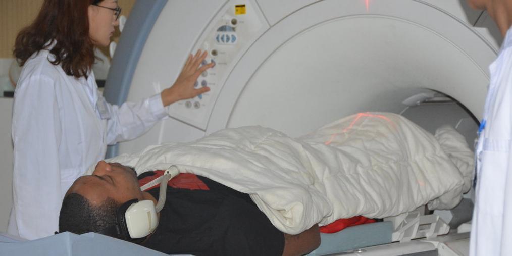 古德洛克抵达济南 进行核磁共振体检