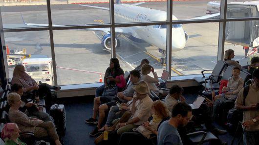 美国政府警告航空公司慎飞伊朗领空