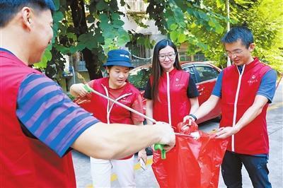奉献双岗位!20余名市人大机关党员进驻南香社区