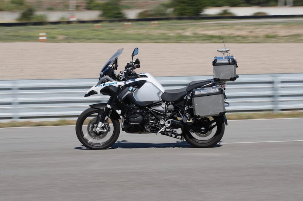 宝马自动驾驶摩托车:引入安全功能