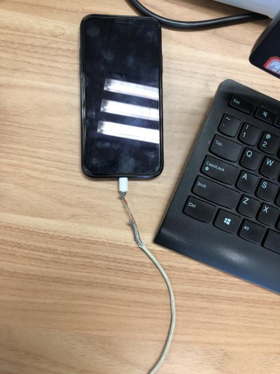 轻松一刻:史上最贵苹果手机诞生,一个肾已经买不起
