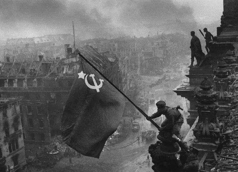 忏悔、反思与重建未来:德国历史教科书中的二战记忆