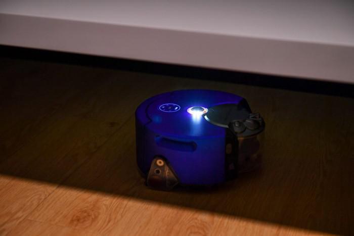 Dyson 360 Heurist机器人吸尘器可以在黑夜工作