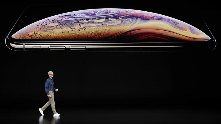 新 iPhone终结单手握持时代: 大屏将占据更多注意力