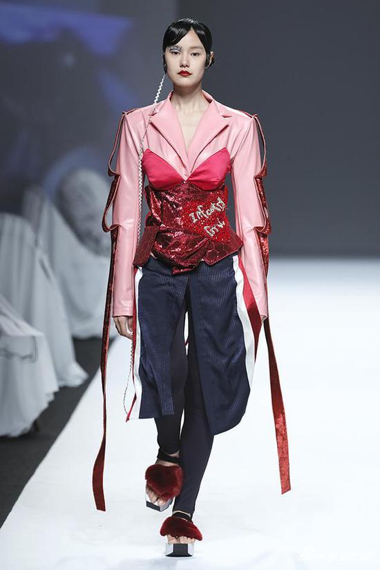 那个让无数人流口水的女神,在纽约时装周出道了