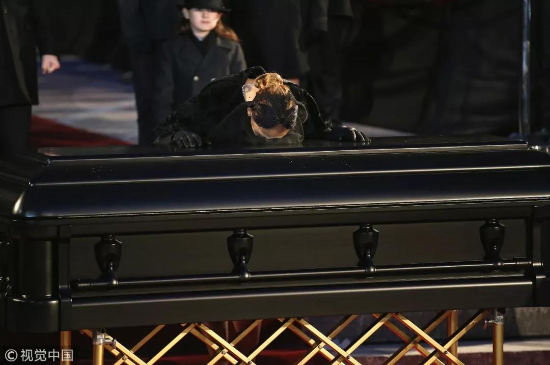 唐家三少爱妻病逝:世界少了个人,他少了世界