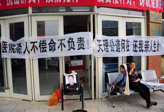 中国式医闹和小威事件有共同之处:我弱我有理。