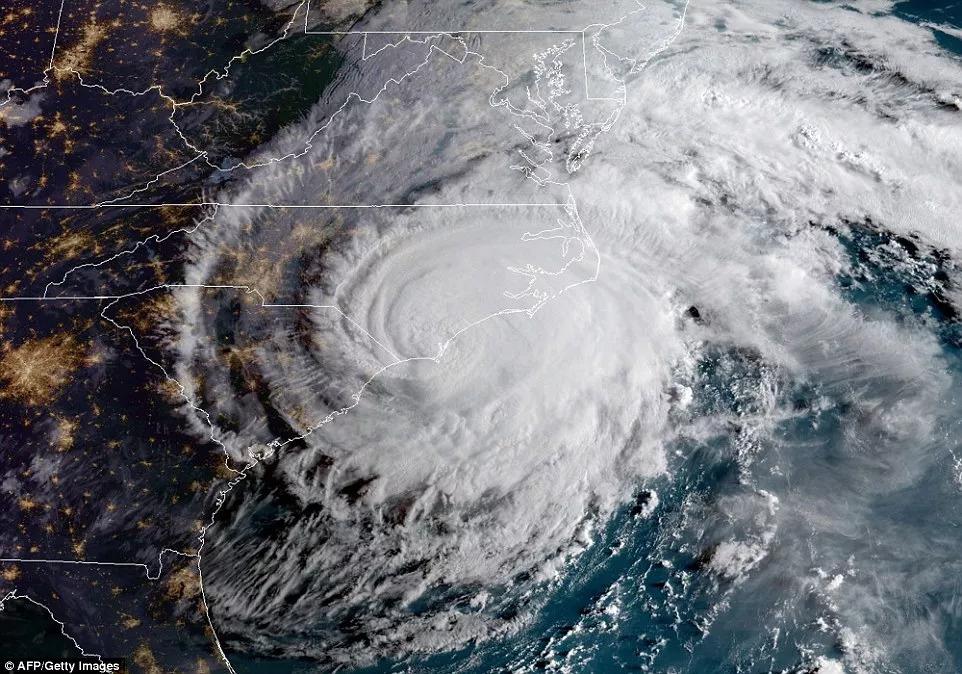 超强飓风横扫美国东海岸 居民:避难所像沙丁鱼罐头