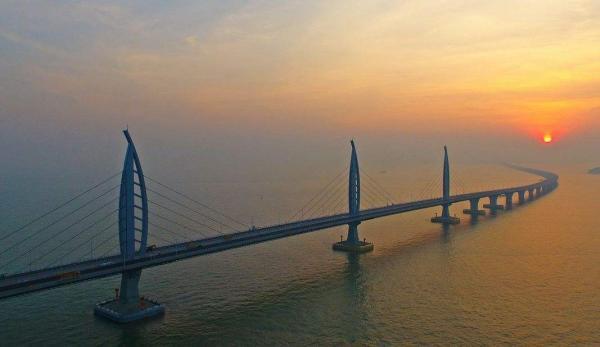 """港珠澳大桥能否抵抗17级台风""""山竹""""?香港官员回应"""