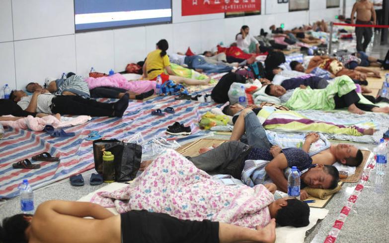 深圳三防办:多区域海水倒灌 13万户市民未恢复供电