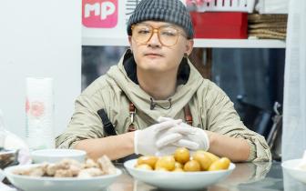 《中餐厅2》喜提弹幕劳模 包贝尔尽职尽责获好评