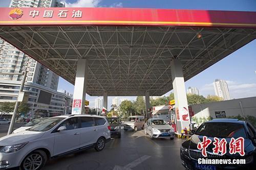 国内油价迎调价窗口 多家机构预测其将出现两连涨