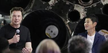 首位绕月旅行乘客露面:日本亿万富翁