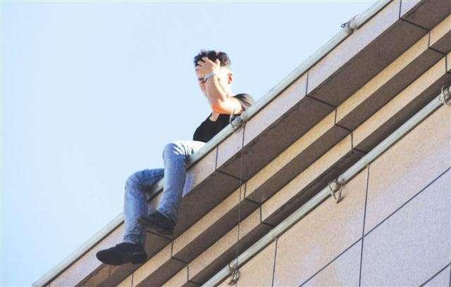 安徽歙县一高中生在校坠亡 当地警方发布处置通报