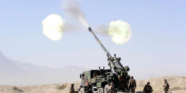 """每15秒3发!""""凯撒""""卡车炮轰击IS据点"""