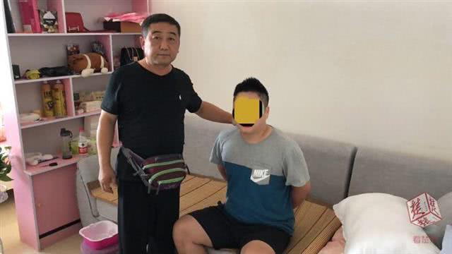 男子坐拥三套房 仍偷学生手机