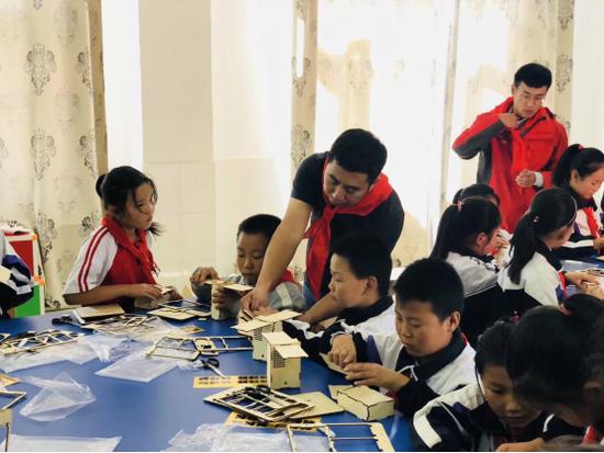 东方坐标学院沙漠行 追寻与传承教育的初心与责任