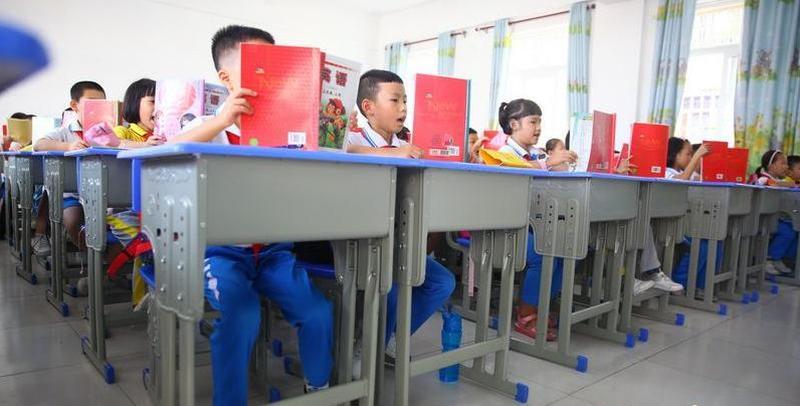 海南力争2020年可升降课桌椅配备全覆盖