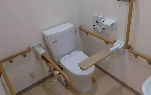 揭秘这群喜欢在厕所吃饭的日本人