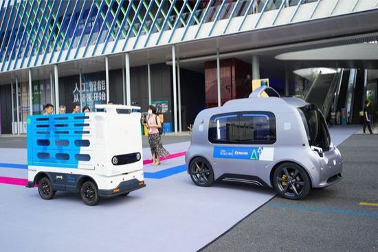 易读| 菜鸟ET物流实验室发布两款新零售物流无人车