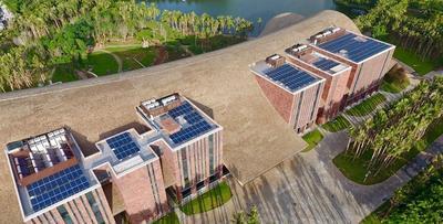 海口市民游客中心顶部安装太阳能供电设备