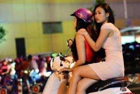 男子到越南旅游 一定要小心向你靠近的美女!