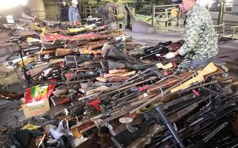4000余支枪支在高温中化为铁水,四川公安在凉山销毁枪爆物品