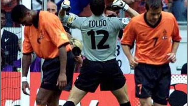 85后记忆中最后的纯粹足球,逼出大罗最强形态,离西班牙王朝只差几个点球