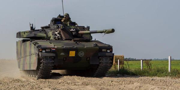 荷兰陆军机械化步兵营战术演习
