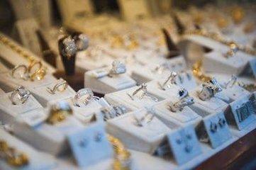 8月份金银珠宝销售额增长14.1%至243亿元