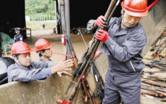 云南省公安机关集中销毁非法枪爆物品