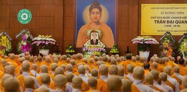 越南僧侣为去世国家主席陈大光祷告