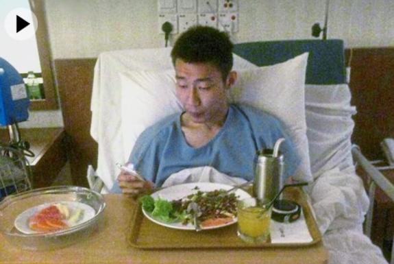 李宗伟患癌后病床照首次曝光 精神胃口都不错