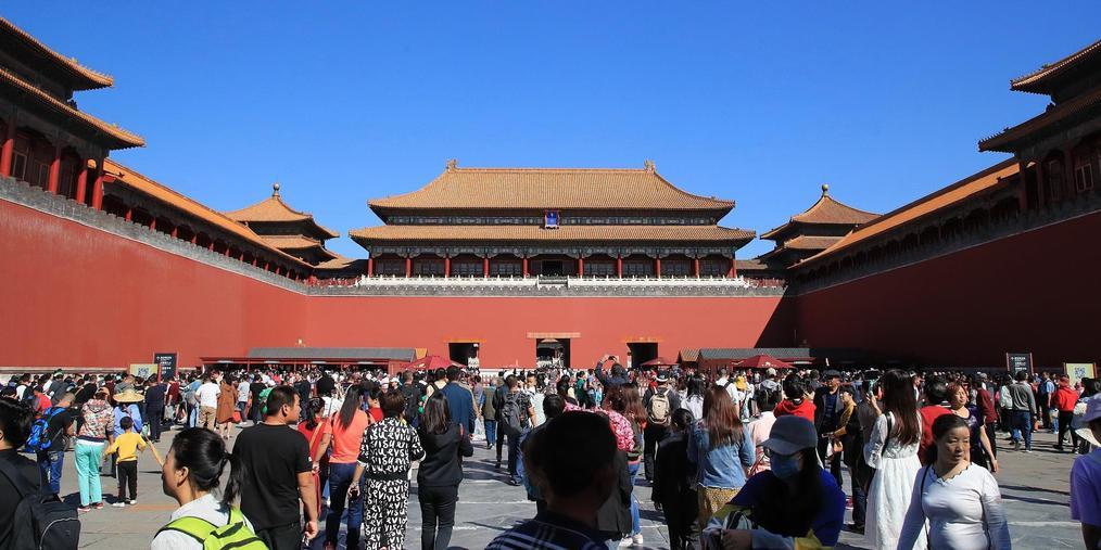 中秋节来临 故宫天安门景区游客扎堆