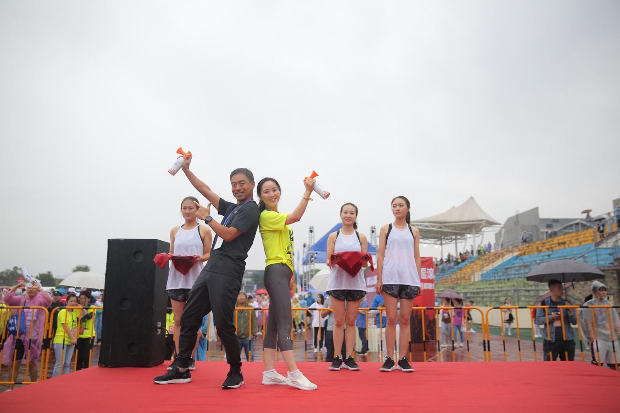 成都摇滚马嗨翻都江堰 中国选手夺半马冠军