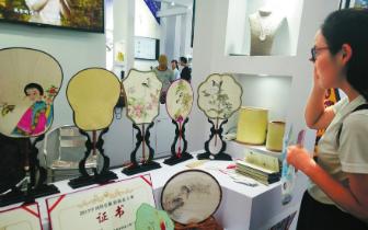 德阳潮扇、绵竹年画…… 看农博会上的非物质文化遗产