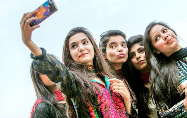 在巴基斯坦男游客别乱伸手 姑娘会跟你回家