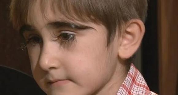 逆天了!俄罗斯11岁男孩睫毛长达4.3厘米